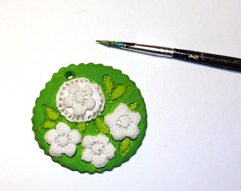 Se poate picta cu acrilice pe textile